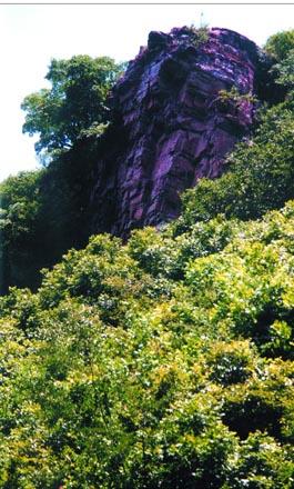 嵖岈山风景区红石崖景点